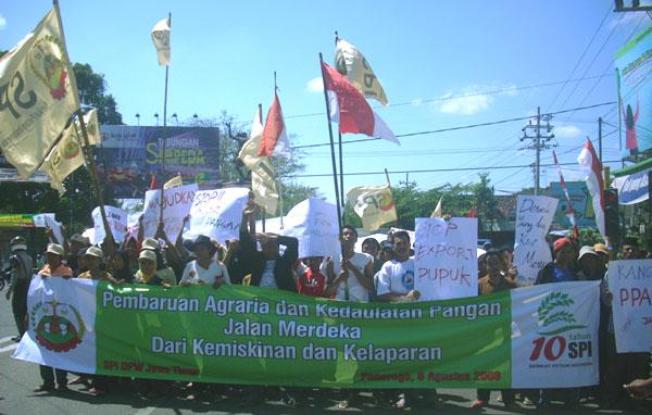 Aksi longmarch petani SPI Cabang Ponorogo