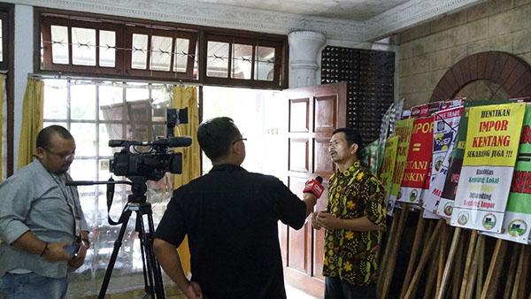 Konferensi pers tolak impor kentang di DPP SPI, pagi tadi (07/12).