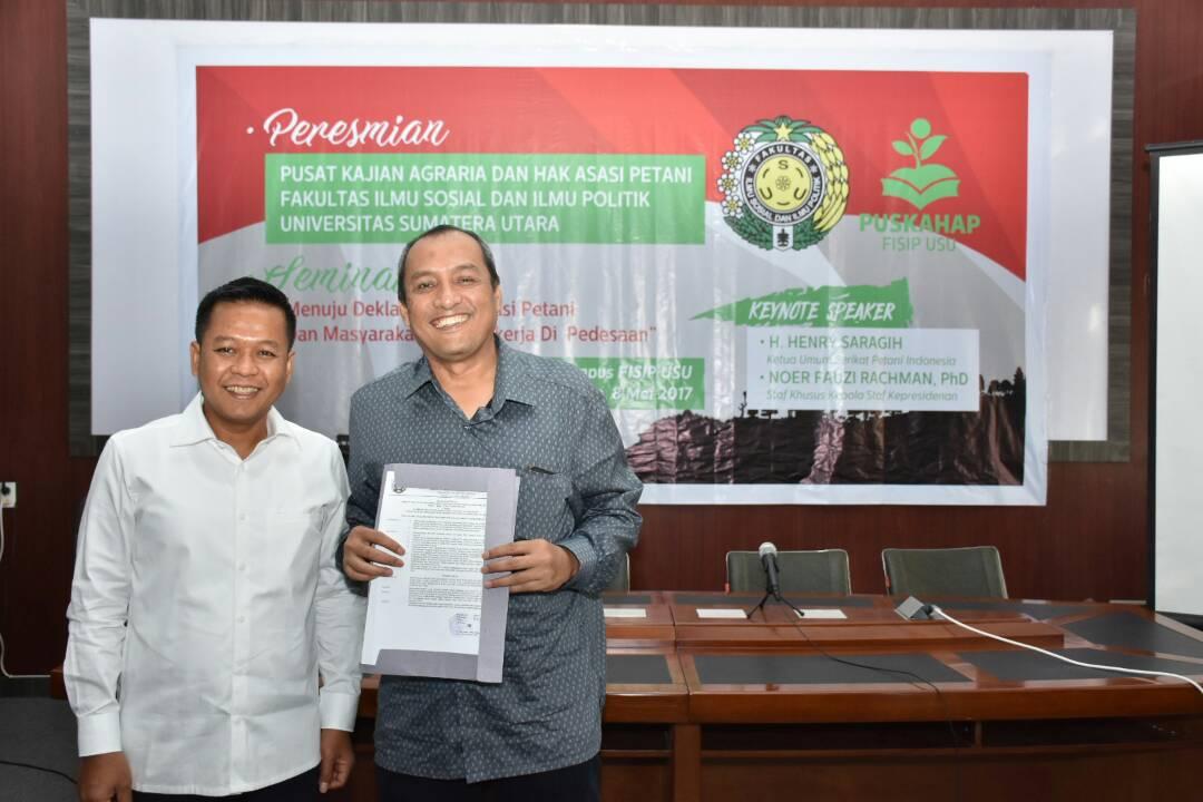 Dekan FISIP USU Muriyanto Amin (kiri) dan Ketua PUSKAHAP FISIP USU Hendra Harahap Foto oleh: Farida Hanim