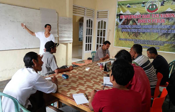 Diskusi bersama pengurus DPW SPI Sumatera Barat, mahasiswa, dan lembaga sosial masyarakat lain